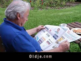 Oldje: pirang mulékaté loves older cocks