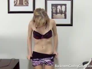Barely legal anal & ejaculação interna casting