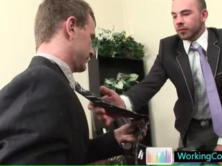 Töö intervjuu resulting sisse hawt steamy homo porno poolt workingcock