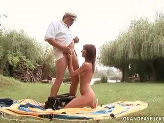 Grandpas và trẻ cô gái giới tính