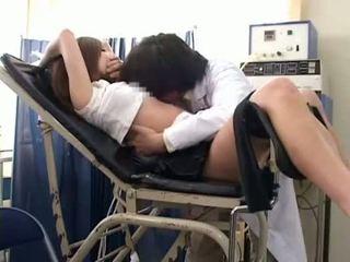 Nư sinh misused qua gynecologist