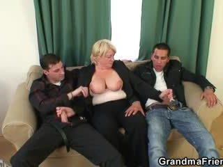 Trójkąt orgia z pijane babcia