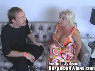 Perempuan tak senonoh isteri claudia marie gets fucked oleh kotor d dan swallows beliau panas load daripada spunk