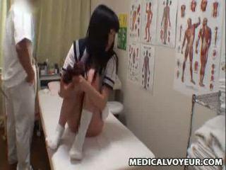 Spycam školačka climax masáž 3