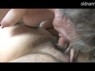Jeune guy licking vieux poilu chatte de grand-mère vidéo