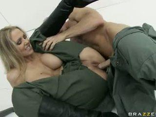 To boobed julia ann là eagerly slamming cô ấy clamburger cứng trên một stiff dương vật