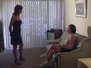 ideaal lesbiennes mov, alle femdom, een spanking vid