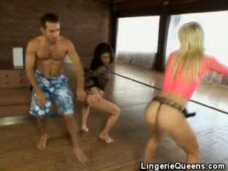 Aerobics 과 lingeries