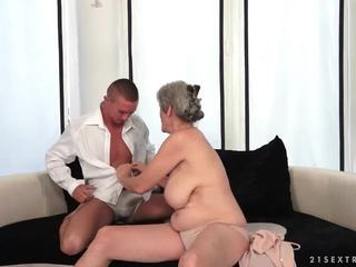 Mamalhuda avó enjoys quente sexo com dela boyfriend