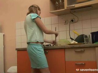 mooi tiener sex gepost, mooi masturbatie film, controleren love in the kitchen mov