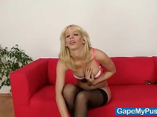 Blonde babe bella morgan stretches her pussy