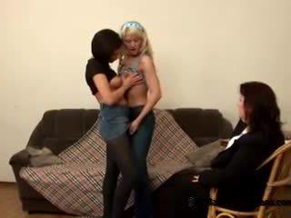 Two innocent teismeline students came kuni nende üleannetu paks õpetaja kuni saama lesbid