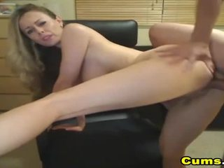 Veliko oprsje blond žena sucks in rides hd