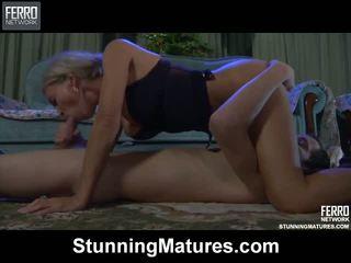 Ninette robin 뜨거운 엄마 에 비디오
