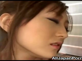 Japanese Babe Gets Pleasure From Vibrator!