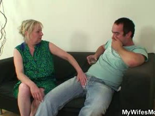 Cazzo affamato mother-in-law seduces lui