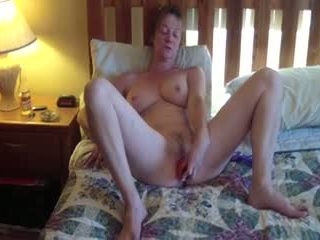 This horny mature slut loves to do it all Video