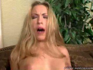 Jaime elle pounded কঠিন উপর একটি বাদামী daybed