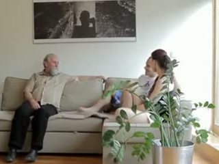 Ištvirkęs senas vyras fucks son's mergina