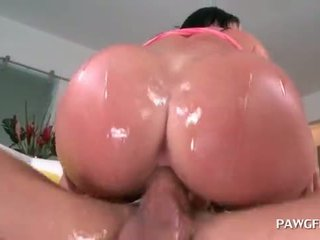 Brunette hoe giving deep throat and humping fat