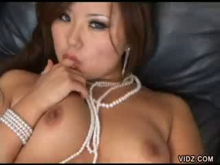 Exotic Thai Michelle gets bush licked clean