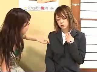 Νέος κορίτσι getting υπνωτισμένος/η με κυρία να δύναμη αυτήν μουνί licking