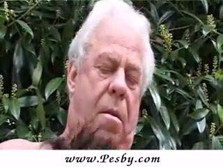 Старий gray senior є статтєві зв'язки a гаряча молодий ціпонька