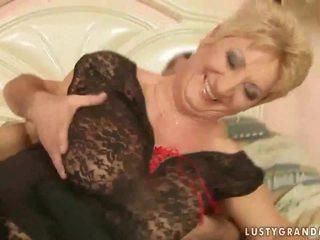 Nonna in rete calze autoreggenti enjoys caldi sesso