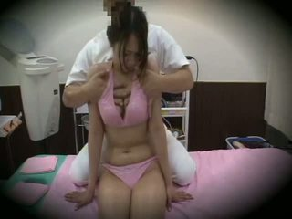 Spycam reluctant fille massage sexe 1