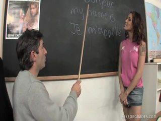 Merry brunetka student bangs nauczycielka