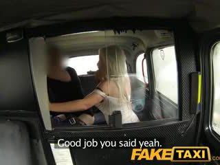 Faketaxi en chaleur blonde milf wants elle jusqu'à la cul
