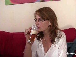 Drunken maman gets son minou ramonée