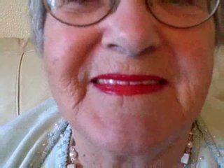 할머니 puts 에 그녀의 입술 연지 그때 sucks 젊은 수탉 비디오