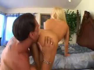 Cassie genç takes bir büyük deli video