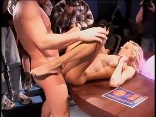 Briana banks bent sur une bureau getting son humide baise aperture slammed avec géant coc