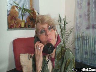 online realiteit, een oud vid, meer grootmoeder
