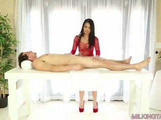Cindy starfall milking beliau client's zakar/batang untuk beberapa air mani