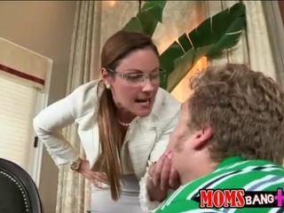 Ava hardy apanhada por dela madrasta a foder