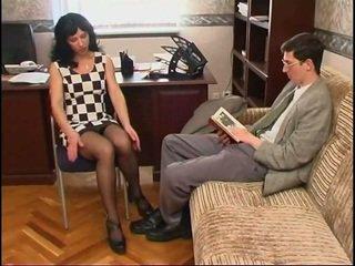 長い legged ロシア 熟女 で ストッキング と a guy