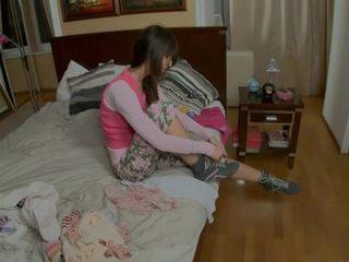 Provoking giovanissima gets su suo knees
