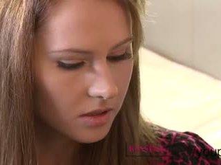 Ciuman hd besar payu dara remaja dan berambut lebat faraj milf mendapatkan basah apabila mereka kiss