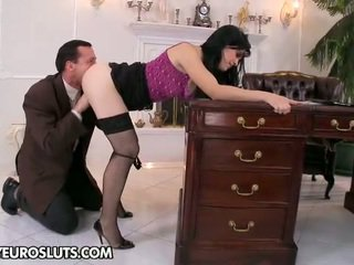 brunette actie, een hardcore sex tube, zoenen gepost