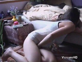 Sister betrapt masturberen