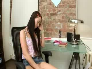 Evelina skaistule birojs prieks par a krēsls