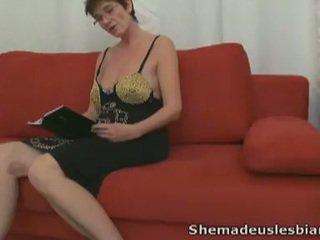 online brunette scène, plezier jong, heet speelgoed thumbnail