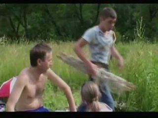 Eldre mamma milf + gutt 02 fra matureside video