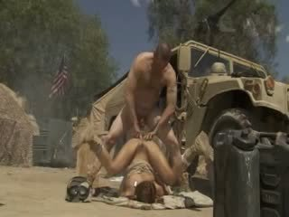 Excited jadra holly receives fucked i vështirë dhe cummed nga an ushtri soldier