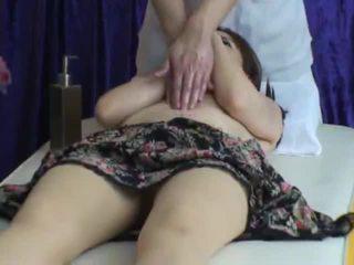 Spycam reluctant σύζυγος seduced με masseur 2