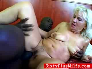 Madura acompañante madge enjoys un negrita shaft