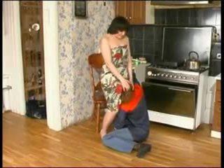 Russe mère et une jeune plumber
